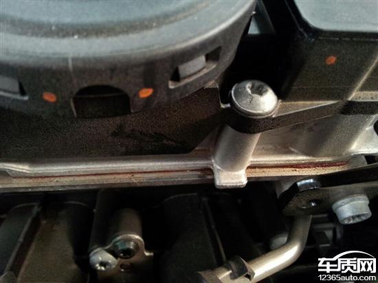 一汽大众迈腾发动机多处漏油高清图片