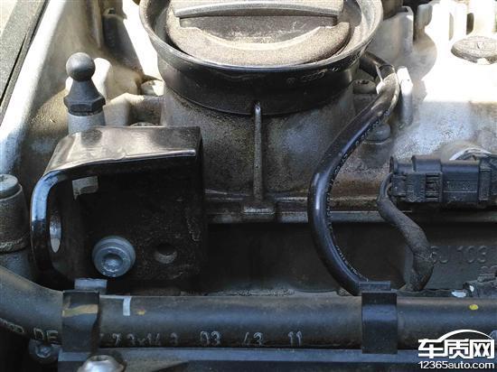 上海大众途观发动机漏油高清图片