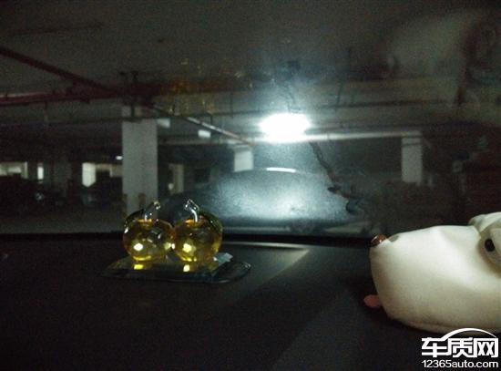 北京现代瑞纳空调前挡风玻璃出风口漏风高清图片