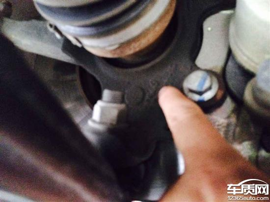 长安福特福克斯前轮轴承部位漏油高清图片