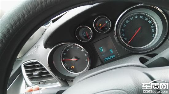 本人于2014年12月在深圳标远别克4S店购买了辆别克昂科拉的汽车,买时已有60多公里,4S赠送的油能开400公里,回来开到500多公里就发动机故障灯亮一直亮黄灯,开去4S检修6次只是进行消码,每次消码后开个200多公里发动机又亮黄灯,现在说是三元吹化和氧传感器坏了,我要求他们在保修期内,给免费更换并彻底解决此故障问题,他们一直推责,说我们加的油不好,油我们都是正规油站加的,又说更换可以,要我们出5000多元的配件费用,希望汽质网能帮助我维护消费者应有的权利。