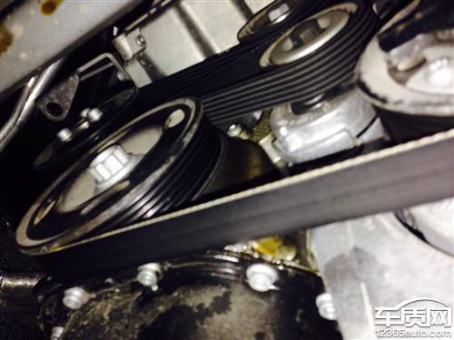 上海大众斯柯达明锐发动机漏油高清图片