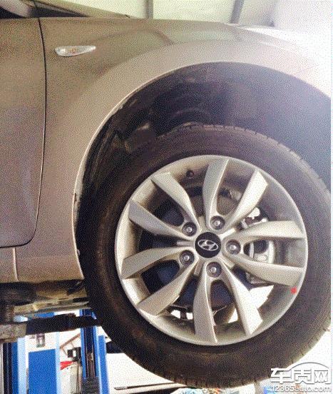 北京现代朗动右前轮胎向后移位