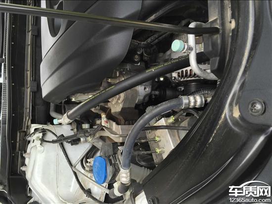 汽马自达阿特兹发动机漏机油刹车抖动高清图片