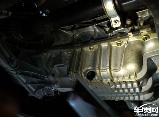 长安福特新福克斯发动机漏油异响高清图片