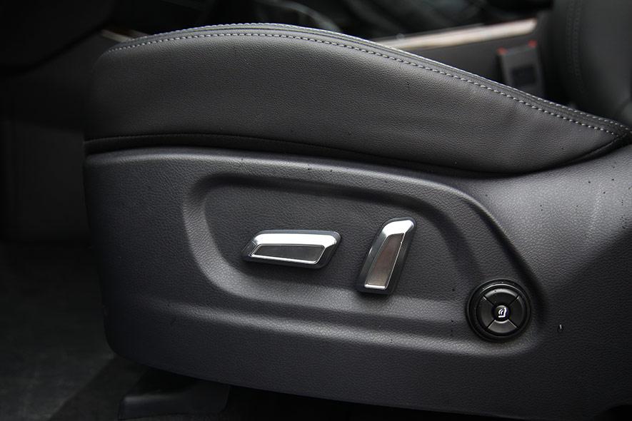 主驾座椅电动调节按钮